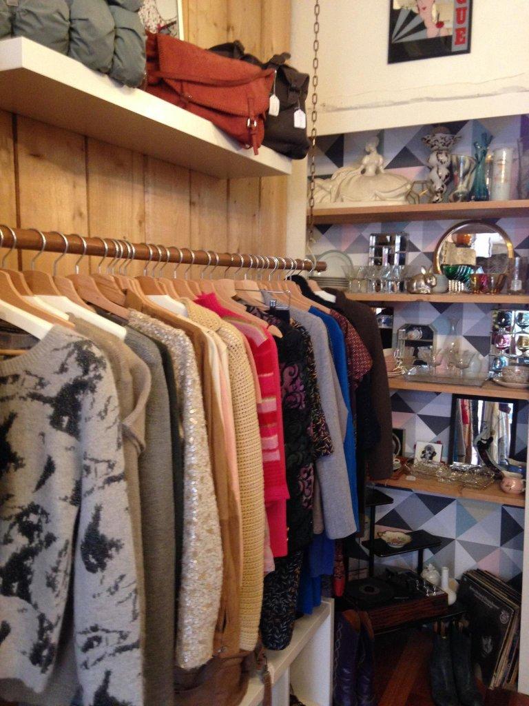 concept-store Vêtements, décoration vintage chiner le dimanche a paris le marais