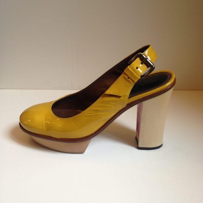paire de chaussures en cuir talons occasion luxe