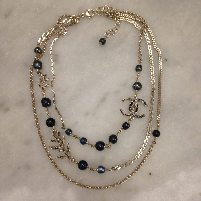collier triple rangs cristal, perle marque Chanel occasion