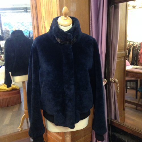 Blouson en peau lainée bleu marine – ZAPA