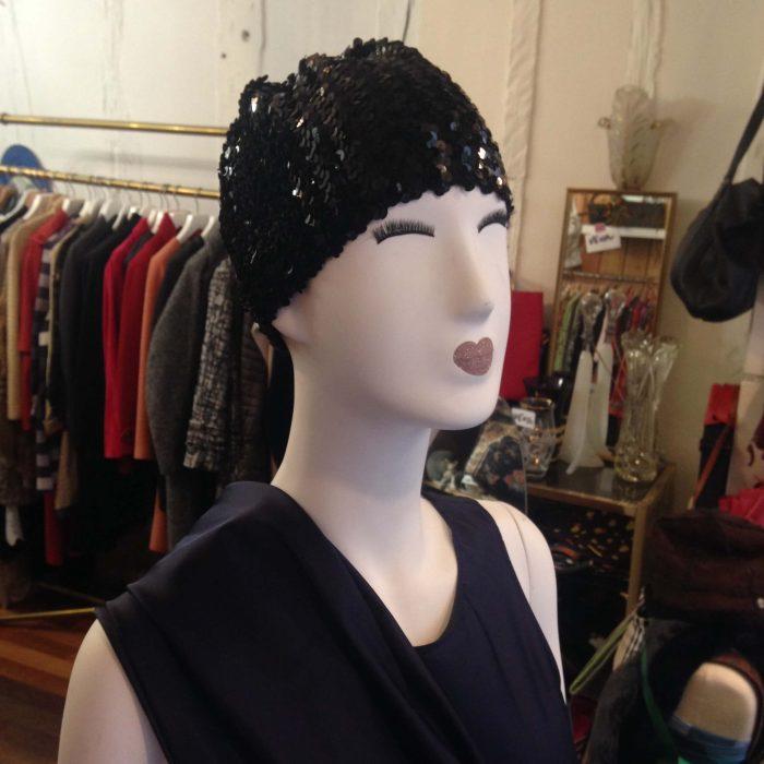 bonnet de soiree en sequins noirs femme