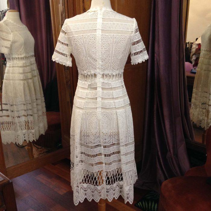 robe en dentelle blanche mi-longue longue patineuse Maje