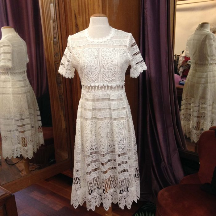 robe en dentelle blanche mi-longue Maje occasion