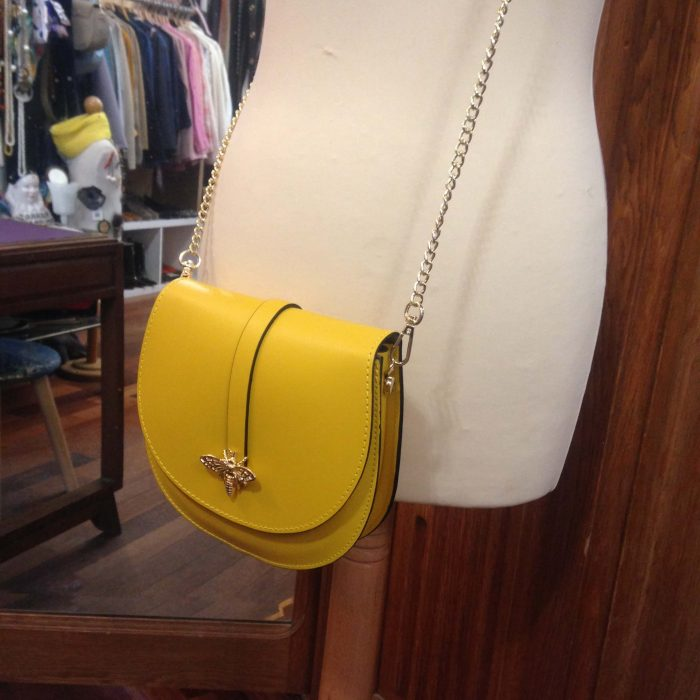 sac a main en cuir jaune bandoulière chaine dorée