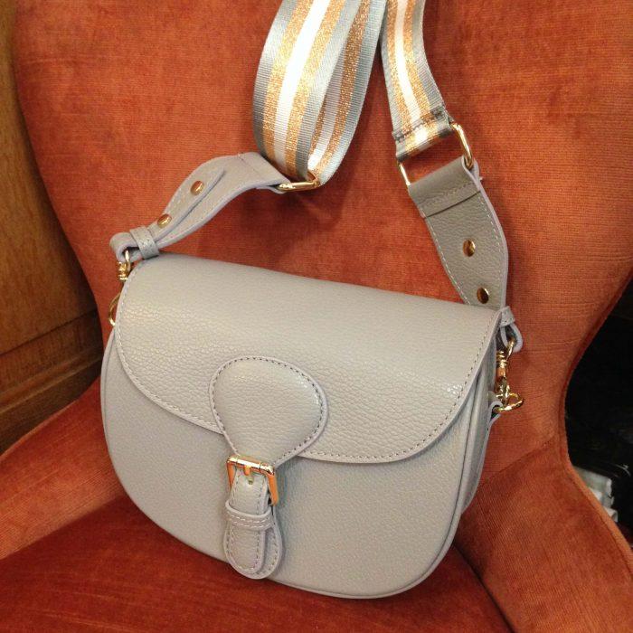 sac en cuir grainé gris clair médium